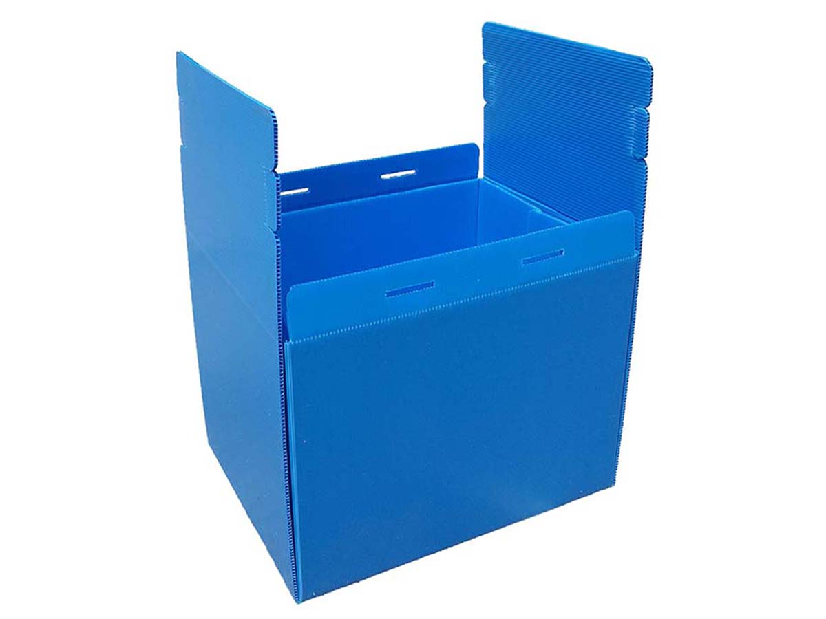 Reusable box with all sides standing straight